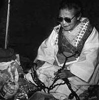 Una itako (イタコ?) es una chamán ciega originaria del norte de Japón  quien se comunica con seres espirituales.