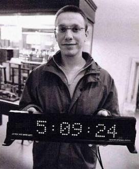 Daniel Tammet tiene el record Guinness por memorizar 22.500 cifras decimales sin error del número π a lo largo de 5 horas.